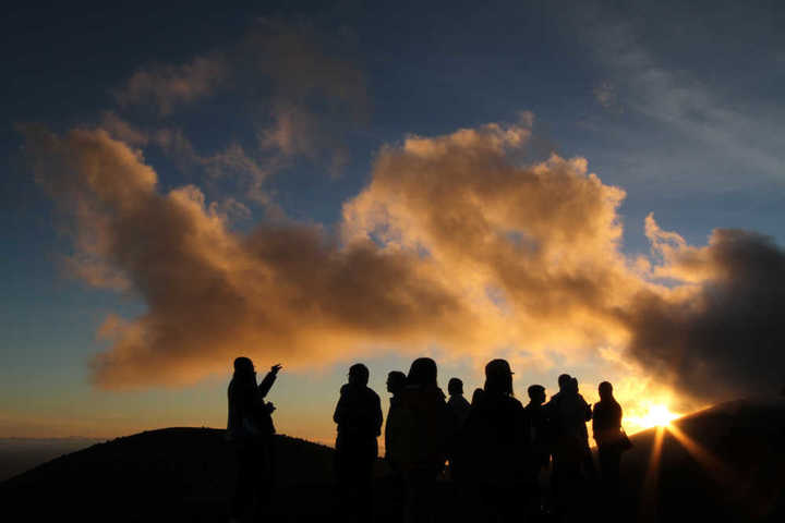 paes_students_at_sunset_on_mauna_kea.jpg